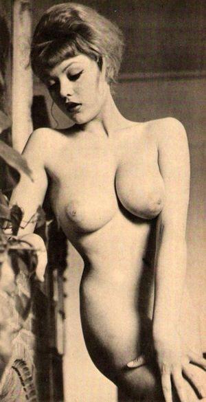 Naomi Shaw  nackt
